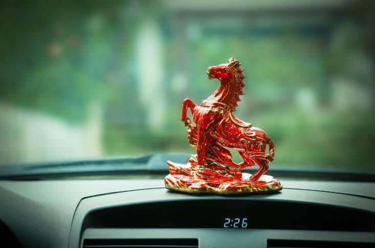 linh vật để xe hơi cho người tuổi Ngọ